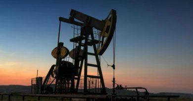 À qui profite l'effondrement des cours du pétrole ?