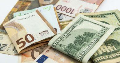Le dollar atteint son plus bas depuis plus de 2 ans