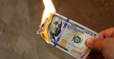 Des économistes américains prévoient un effondrement du dollar