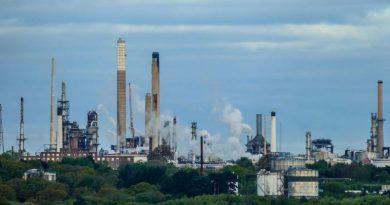 Les raffineries de pétrole de plus en plus touchées